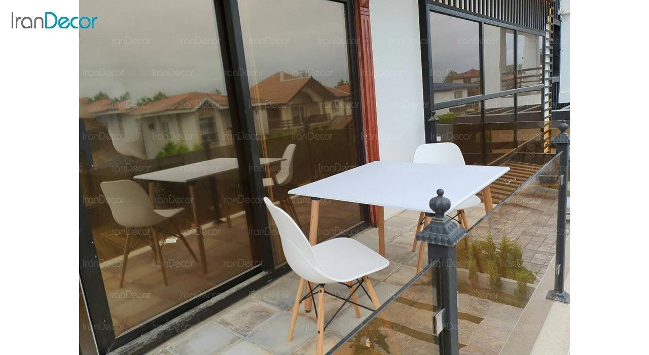 عکس میز مربع پایه استوانه ای چوبی بنیزان مدل TM505