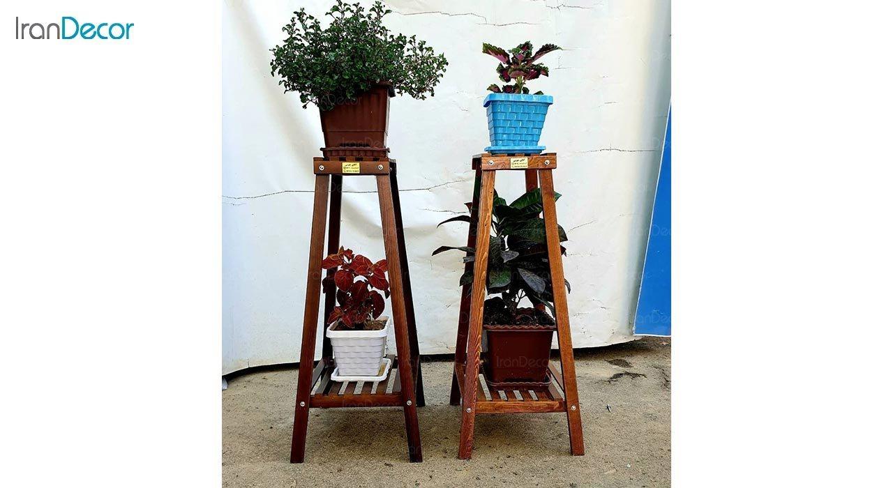 تصویر استند گل و گیاه چوبی مدل هرمی